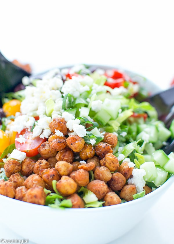 Mediterranean-Salad-With-Spicy-Roasted-Chickpeas-recipe-easy-yummy-healthy