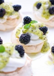 blackberry-kiwi-mini-pavlova