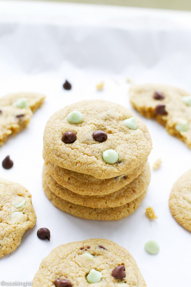 These chocolate chip cookies are made with quinoa flour, whole wheat ...