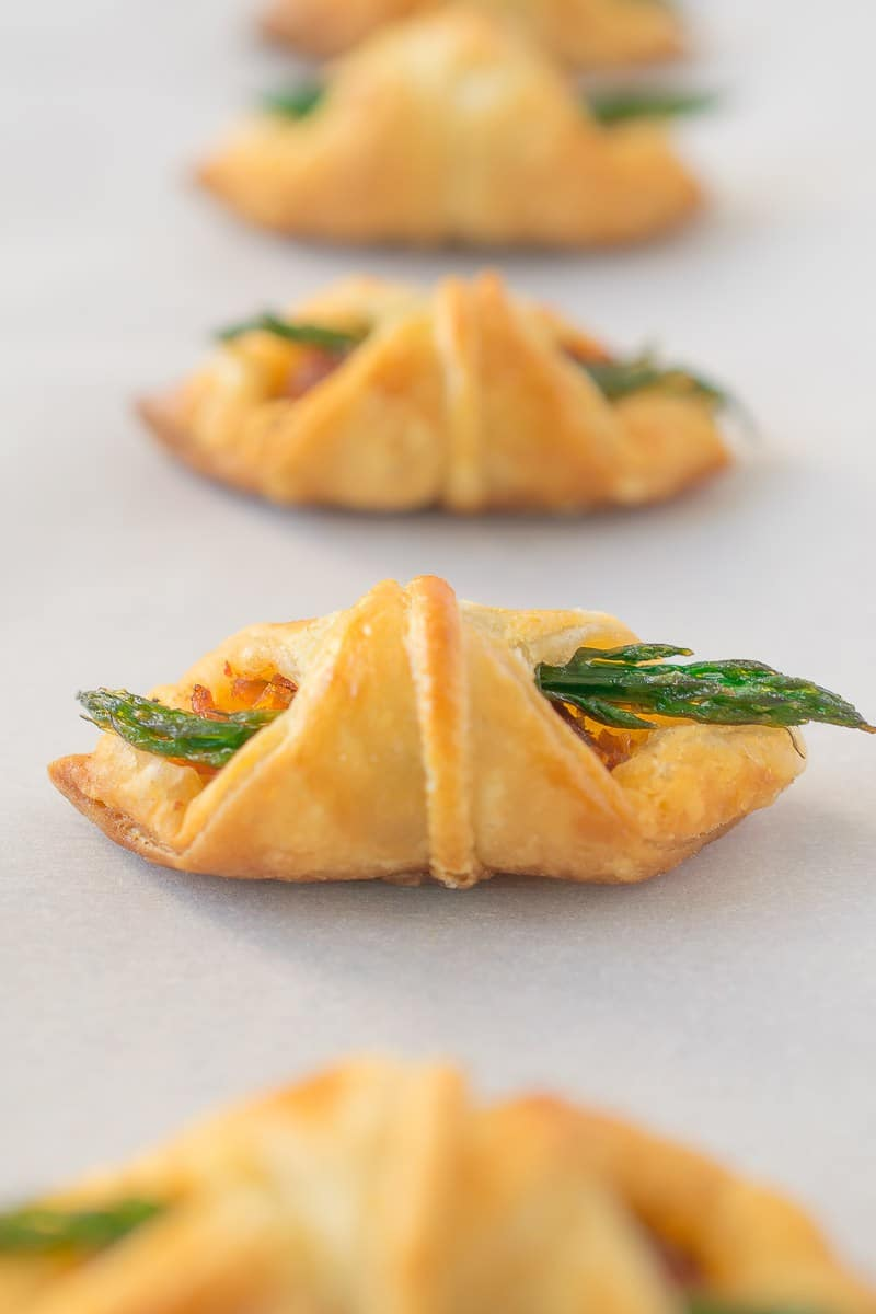 Asparagus-sun-dried-tomato-puff-pastry-bites-13