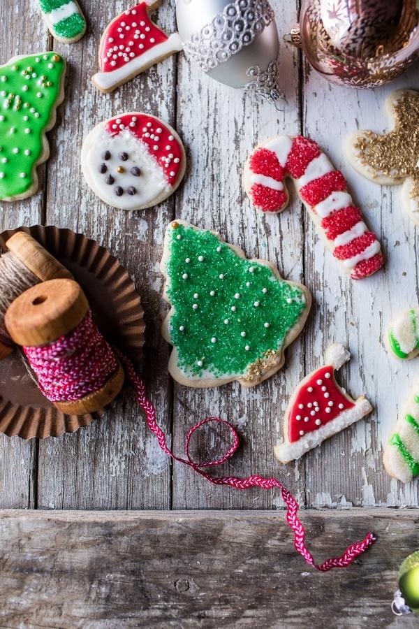 Eggnog-Scented-Sugar-Cookies-with-Easy-Vanilla-Icing-11